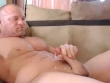 Muscle Daddy Cumshot On Cam